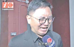Liberal Party candidate Chow Wing-kan in tears when he announced that he would withdraw from the Legislative Council (LegCo) election when he attend a TV forum on Aug 25. He release a tape conversation to the media of being pressured by Ho's supporter. (Screen shot from i-cable.com)