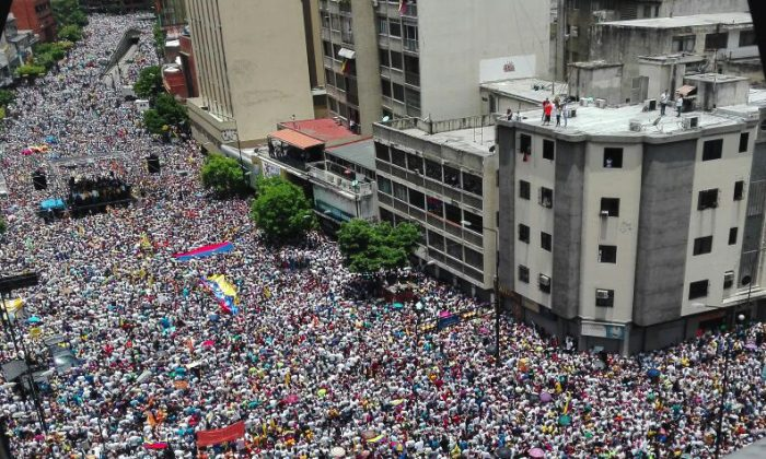 Opposition activists march in Caracas, on September 1, 2016. (STR/AFP/Getty Images)