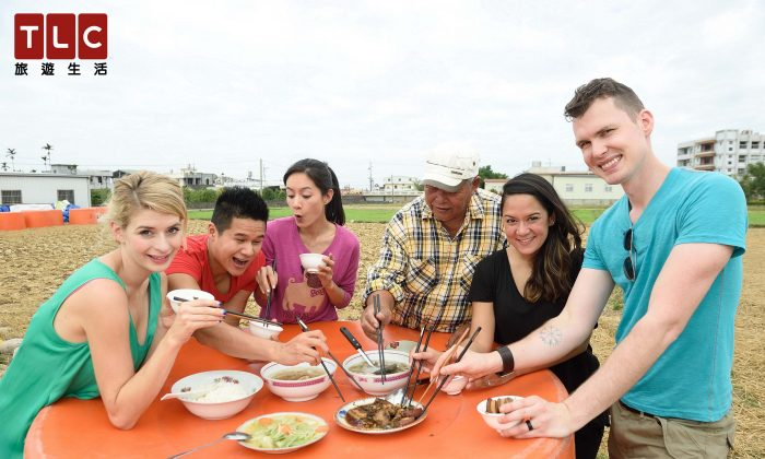 Expats enjoy Taiwanese food. (Courtesy of Taiwan Travel and Living Channel)