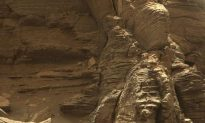 Mars Rover Curiosity Captures Spectacular Photos of Red Planet