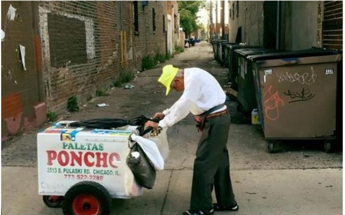 Viral photo of Fedencio Sanchez pushing an ice cream cart has yielded thousands of dollars in donations. (GoFundMe/ Fedencio Sanchez)