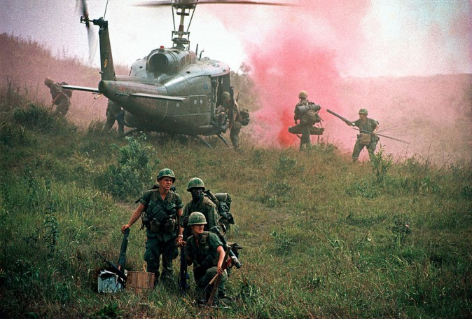 The troops of the 1st. Cavalry Division during an operation near the Ashau Valley in the northern part of South Vietnam. (Philip Jones Griffiths CC BY 2.0 https://goo.gl/sZ7V7x via Flickr)