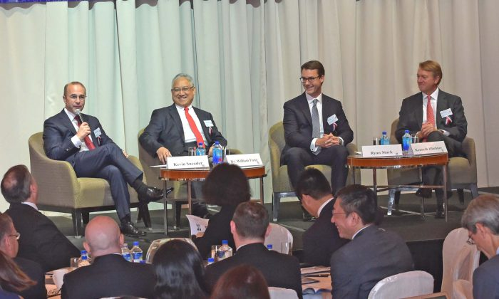 Panel 1 in action at the AmCham China Conference 2016, at the Four Seasons Hotel, Hong Kong on Friday Sept 9. (L-R) Kevin Sneader (Moderator), William Fung, Chairman Li & Fung, Ryan Stork of Blackrock and Kenneth Hitchner, of Goldman Sachs. (Bill Cox/Epoch Times)
