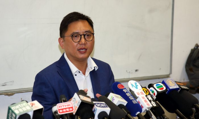Ken Chow Wing-kan from Hong Kong Liberal Party revealed details of the coercion that led him to abandon his election cam[aign to represent the New Territories West constituency in Hong Kong Legislative Council (LegCo) in a press conference on Sept 7, 2016. (Stone Poon/Epoch Times)
