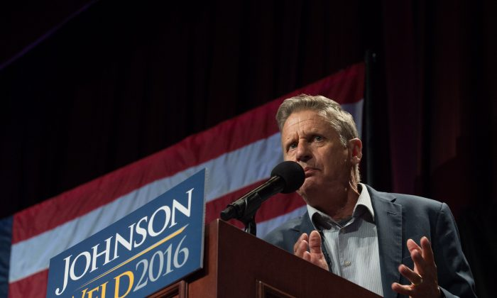 Libertarian presidential candidate Gary Johnson speaks to supporters at a rally on September 10, 2016 in New York.        (BRYAN R. SMITH/AFP/Getty Images)