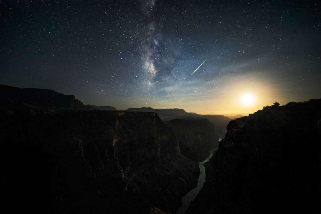 A meteor shower over the Grand Canyon. (Harun Mehmedinovic and Gavin Heffernan/SKYGLOW)