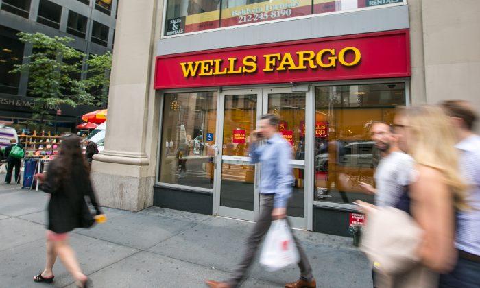 A branch of the Wells Fargo bank in Midtown Manhattan on Sept. 20, 2016. (Benjamin Chasteen/Epoch Times)