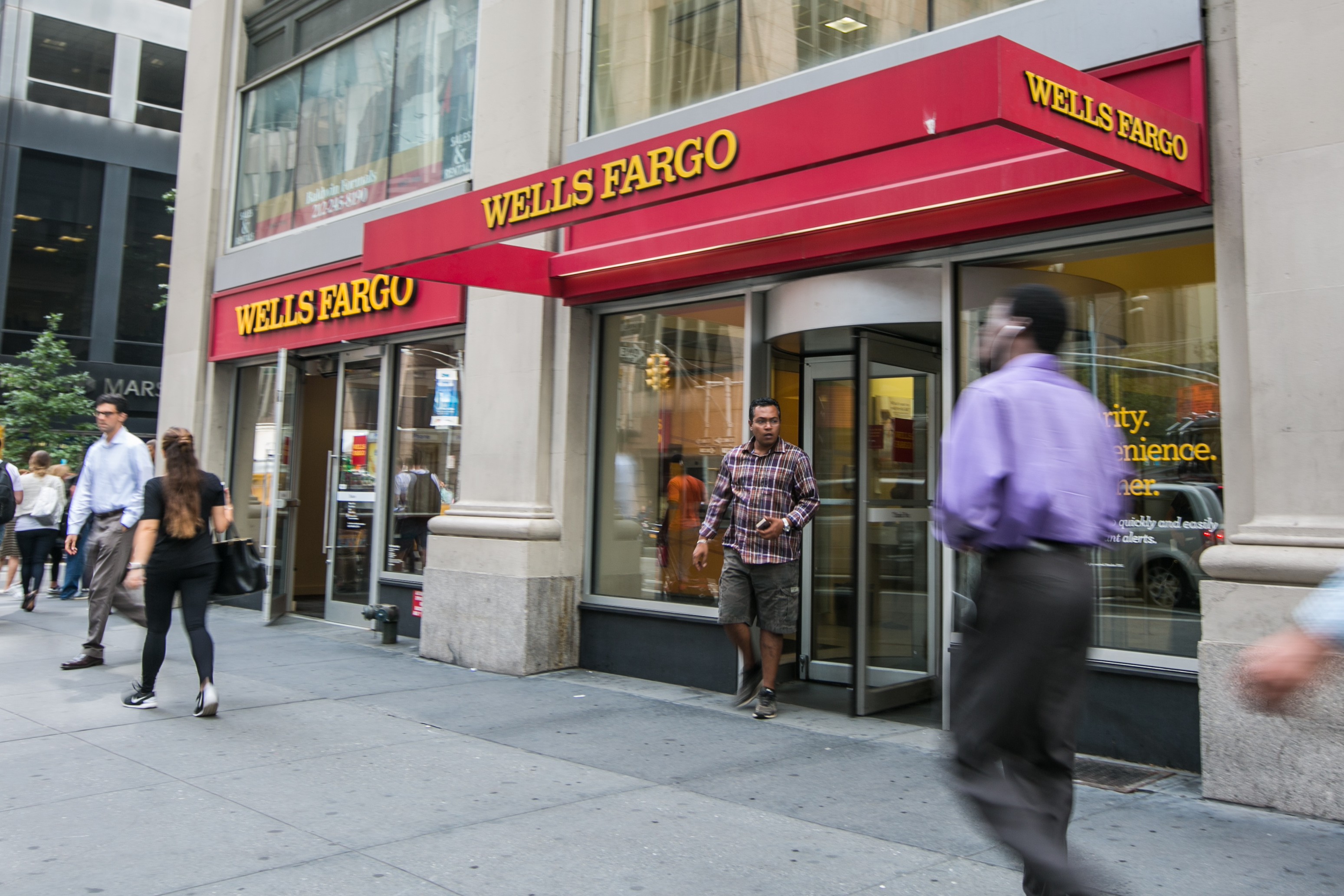 Senate Banking Committee in Outrage Over Wells Fargo 'Fraud'