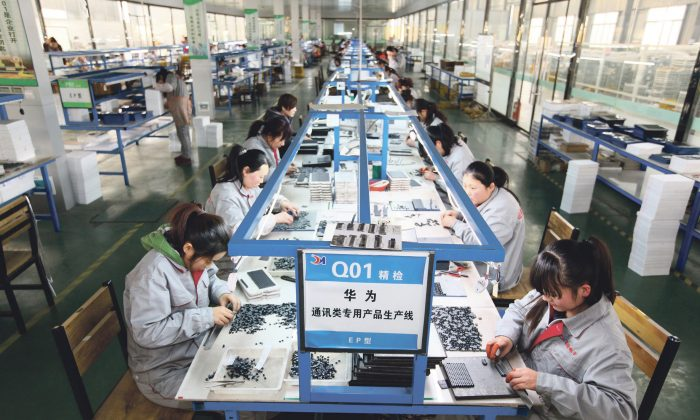 Workers sort parts at an electronics company in Tengzhou, in China's eastern Shandong province on Feb 1, 2016.  While revenues and profits have grown, companies are squeezed for cash. (STR/AFP/Getty Images)