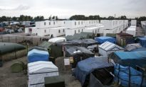 Calais Migrant Camp to Be Razed by Year-End: Hollande