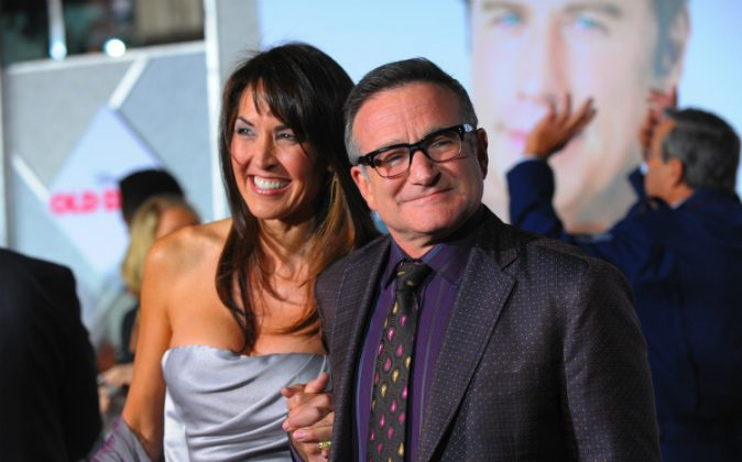 Actor Robin Williams (R) and Susan Schneider arrive at the premiere of Walt Disney Pictures' 'Old Dogs' at the El Capitan Theatre on November 9, 2009 in Hollywood, California. Schneider penned an essay detailing Williams's final moments. (Jason Merritt/Getty Images)