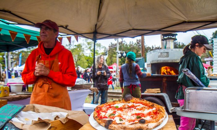 Emily's Hearth selling brick oven pizza at the Warwick Applefest in Warwick on Oct. 2, 2016. (Colin Fredericson/Epoch Times)