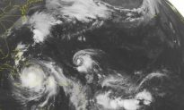 Thousands of Americans Flee Coast Before Hurricane Matthew Arrives