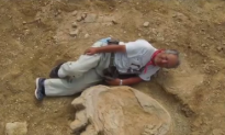 One of the Largest Known Dinosaur Footprints Found in the Gobi Desert (Video)