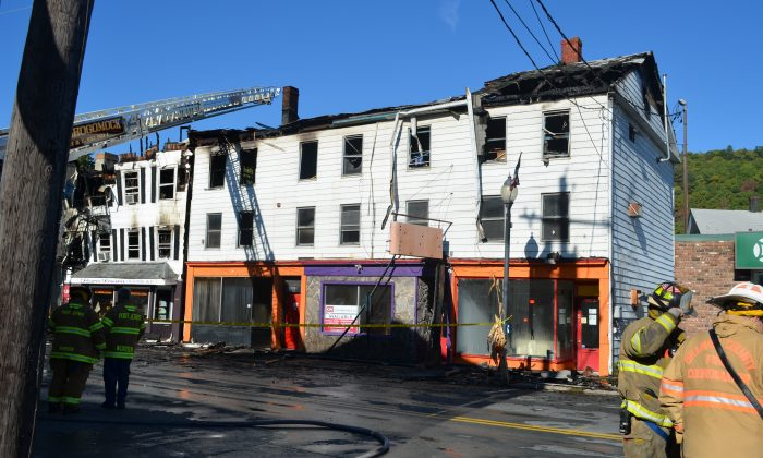 Buildings 186 and 190-192 on Pike St. in Port Jervis that were damaged by a fire Oct. 11, 2016. (Yvonne Marcotte/Epoch Times)