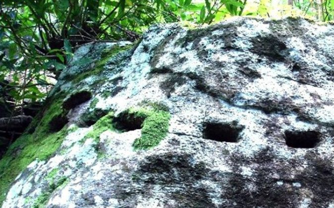 Mysterious marks found in rocks in the Azores archipelago, Portugal. (Courtesy of Antoneita Costa)