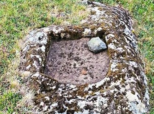 An example of basins found near rocks that look like human faces or animals on the Azores islands. (Courtesy of Antonieta Costa)