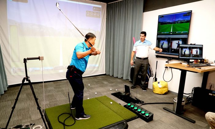 An instruction demonstration at GolfTEC's new centre at Admiralty, Hong Kong on Tuesday Oct 18, 2016. (Sophie Tang/GolfTEC)