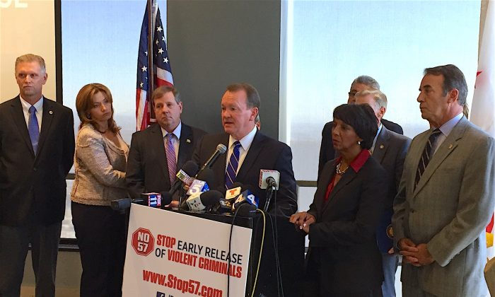 Los Angeles County Sheriff Jim McDonnell and District Attorney Jackie Lacey and other law enforcement officials and city leaders urge the public to vote no on Prop. 57 at a press conference in Los Angeles, Calif. on Oct. 20. (Sarah Le/Epoch Times)