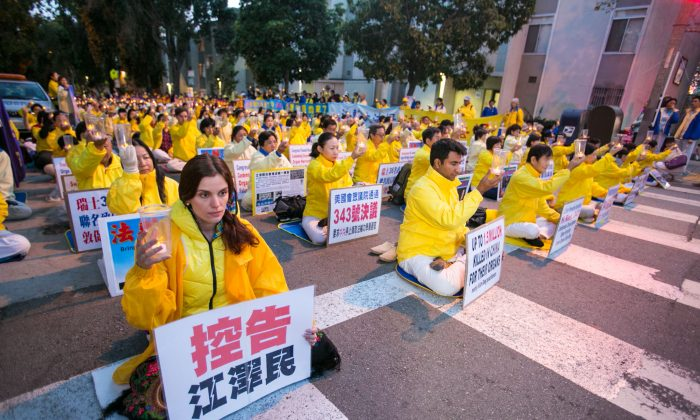Over 1,500 Falun Gong practitioners from over 30 countries hold a candlelight vigil in front of the Chinese Consulate in San Francisco on Oct. 22, 2016, for those who have died during the persecution in China. (Benjamin Chasteen/Epoch Times)
