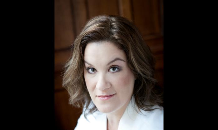 Mezzo-soprano Alice Coote (Ben Ealovega)