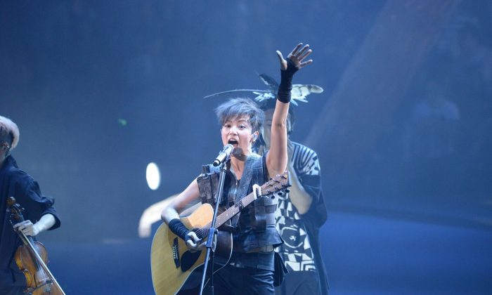 Denise Ho in concert at the Hong Kong Coliseum on Monday Oct 10, 2016. (Steffi Yang/Epoch Times)