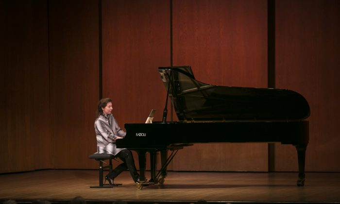 Pianist Angela Hewitt at the first recital of the Bach Odyssey series at 92Y in Manhattan on Oct. 27, 2016. (Samira Bouaou/Epoch Times)