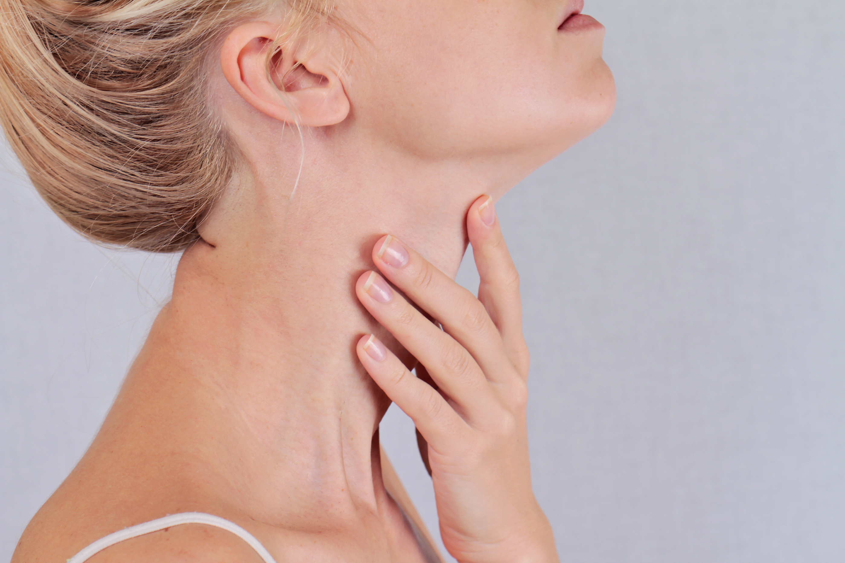 8 Tips for Treating Thyroid Problems Naturally