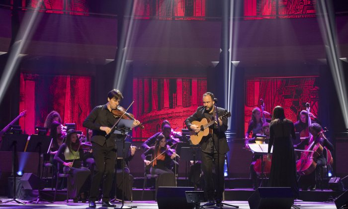 """(L–R) Joshua Bell and Dave Matthews with the Chamber Orchestra of Havana at Live From Lincoln Center's presentation of """"Joshua Bell: Seasons of Cuba."""" (Richard Termine)"""