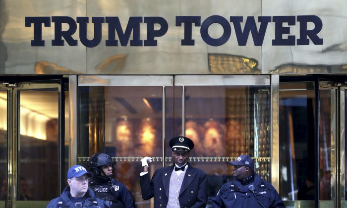 Smoke dwindles on roof of Trump Tower in NYC