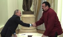 Putin Gives Russian Passport to US Actor Steven Seagal