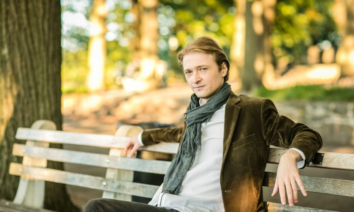 Pianist Dmitri Levkovich at Fort Tryon Park in New York City on Oct. 10, 2016. (Benjamin Chasteen/Epoch Times)
