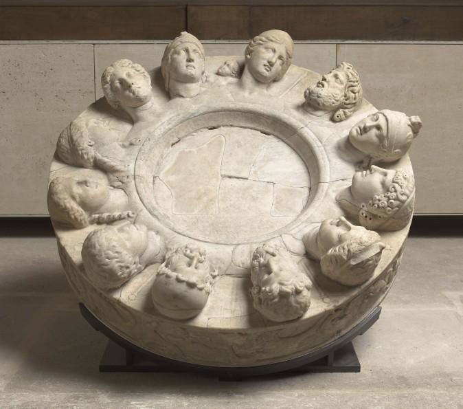 """Autel des douze dieux  dit """"autel de Gabies"""" Paris, musÈe du Louvre"""