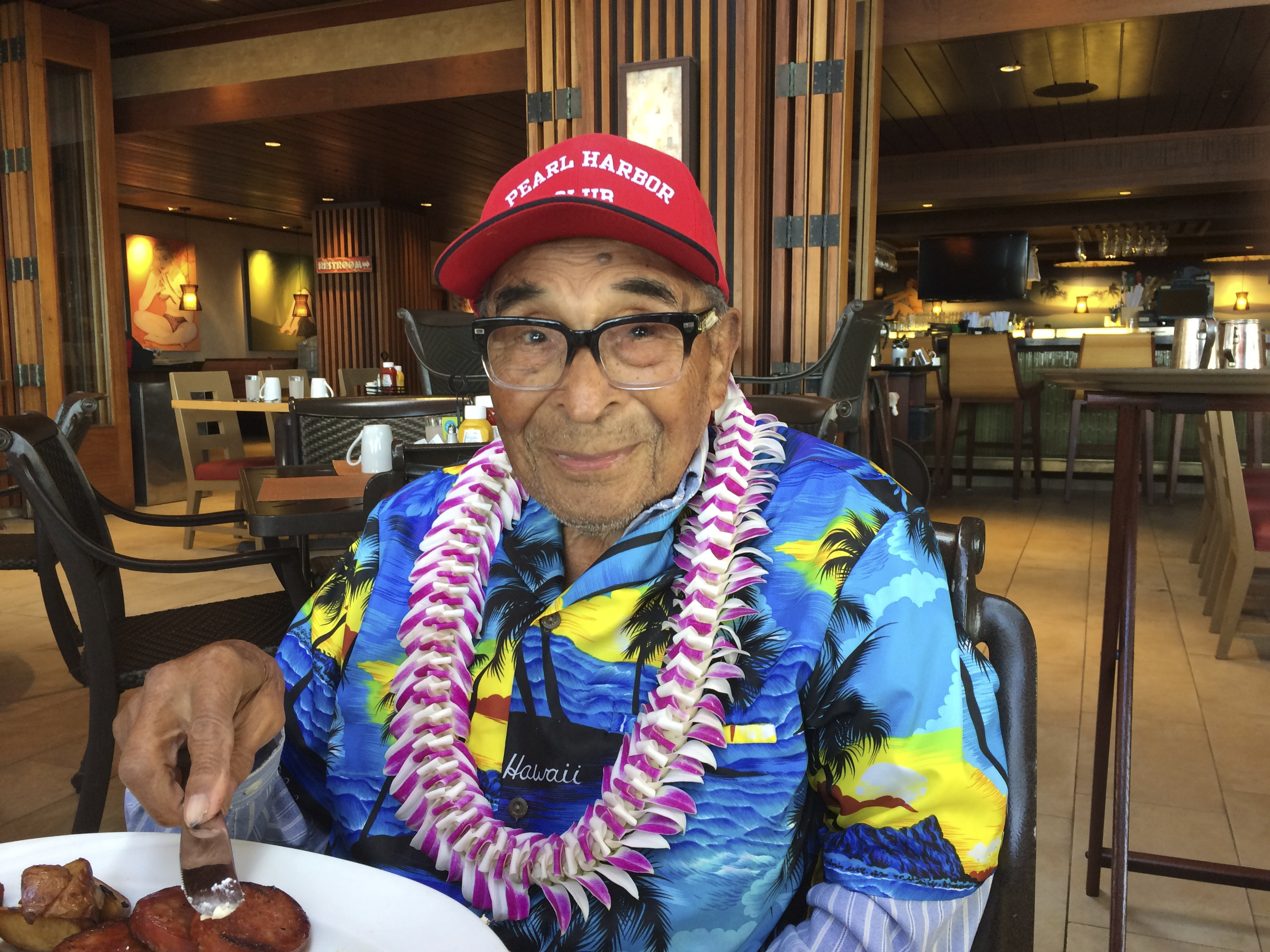 Ray Chavez, a Pearl Harbor survivor from Poway, Calif., pauses while eating breakfast in Honolulu on Dec. 5, 2016. (AP Photo/Audrey McAvoy)