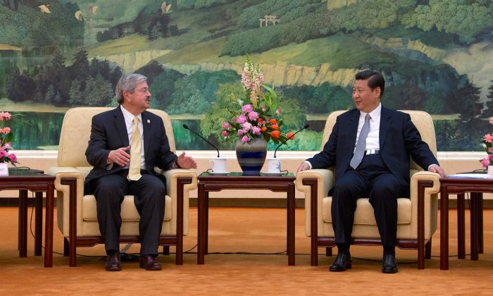 Iowa Governor Terry Branstad (L) meets with Chinese President Xi Jinping during a meeting in Beijing on April 15, 2013. Branstad has been selected by President-elect Donald Trump as U.S. ambassador to China. (ANDY WONG/AFP/Getty Images)