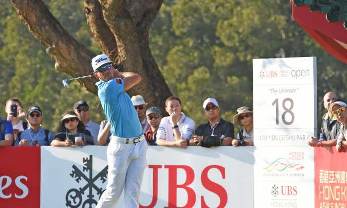 Rafa Cabrera Bello leader by 3 shots on 11 under par, at the half stage of the UBS Hong Kong Open 2016, hits an iron off the off the 18 tee, on Day 2 of the event on Friday Dec 9, 2016. (Bill Cox/Epoch Times)