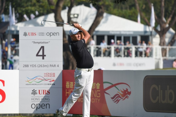 Sam Brezel of Australia hits an iron off the 4th tee in round 3 of the UBS Hong Kong Open  on Saturday Dec 10, 2016. (Bill Cox/Epoch Times)