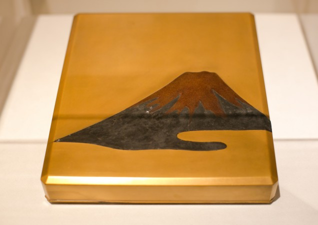 Mount Fuji writing box, Meiji period, circa 1900, at the Erik Thomsen Gallery for Asia Week in New York on Dec. 8, 2016. (Benjamin Chasteen/The Epoch Times)