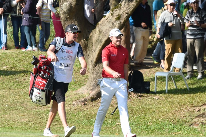 Danny Willett, pleased with his shot from the fairway bunker to the green on the final hole of the UBS Hong Kong Open, at Fanling on Sunday Dec 11, 2016. (Bill Cox/Epoch Times)