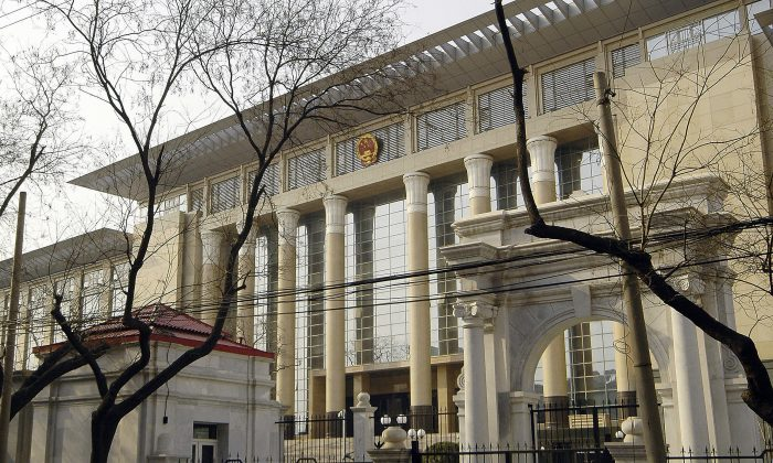 The Chinese Supreme People's Court building in Beijing on Mar. 30, 2006. On Dec. 23, a public prosecutor in Chongqing indirectly stated that he could find no legal basis for the campaign of prohibition and persecution against  Falun Gong, the traditional Chinese spiritual discipline. (STR/AFP/Getty Images)
