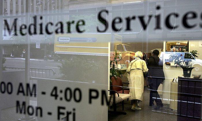 Seniors rush to register for the Medicare Part D plan before deadline on May 15, 2006 in New York City. (Spencer Platt/Getty Images)