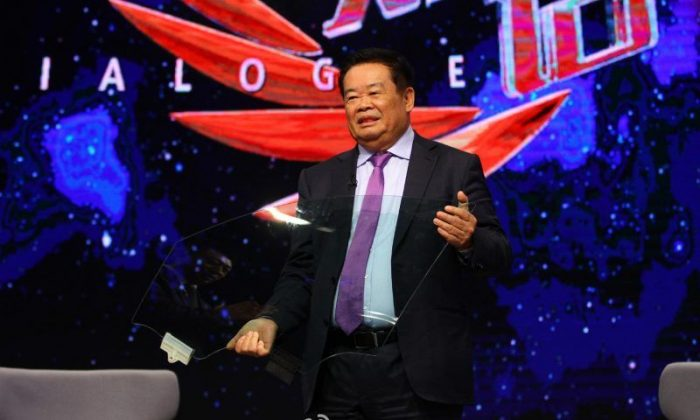 "Chinese entrepreneur Cao Dewang appears on on the CCTV program ""Dialogue."" Cao made waves recently after announcing his plan to move production from China to the United States. (Weibo.com)"