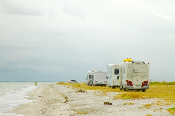 You're not alone when RVing in countries like New Zealand. A fantastic small community of like-minded individuals park up together most nights, in seaside spots along the coast. Chat to the locals or just keep to yourself. (Gina Nilsen/Epoch Times)