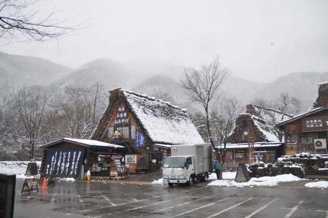 Figure 18 Bus terminal at the entrance of Shirakawa-go. (Sun Mingguo/Epoch Times)
