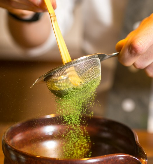 Sifting matcha powder at Ippodo in Manhattan. (Benjamin Chasteen/Epoch Times)