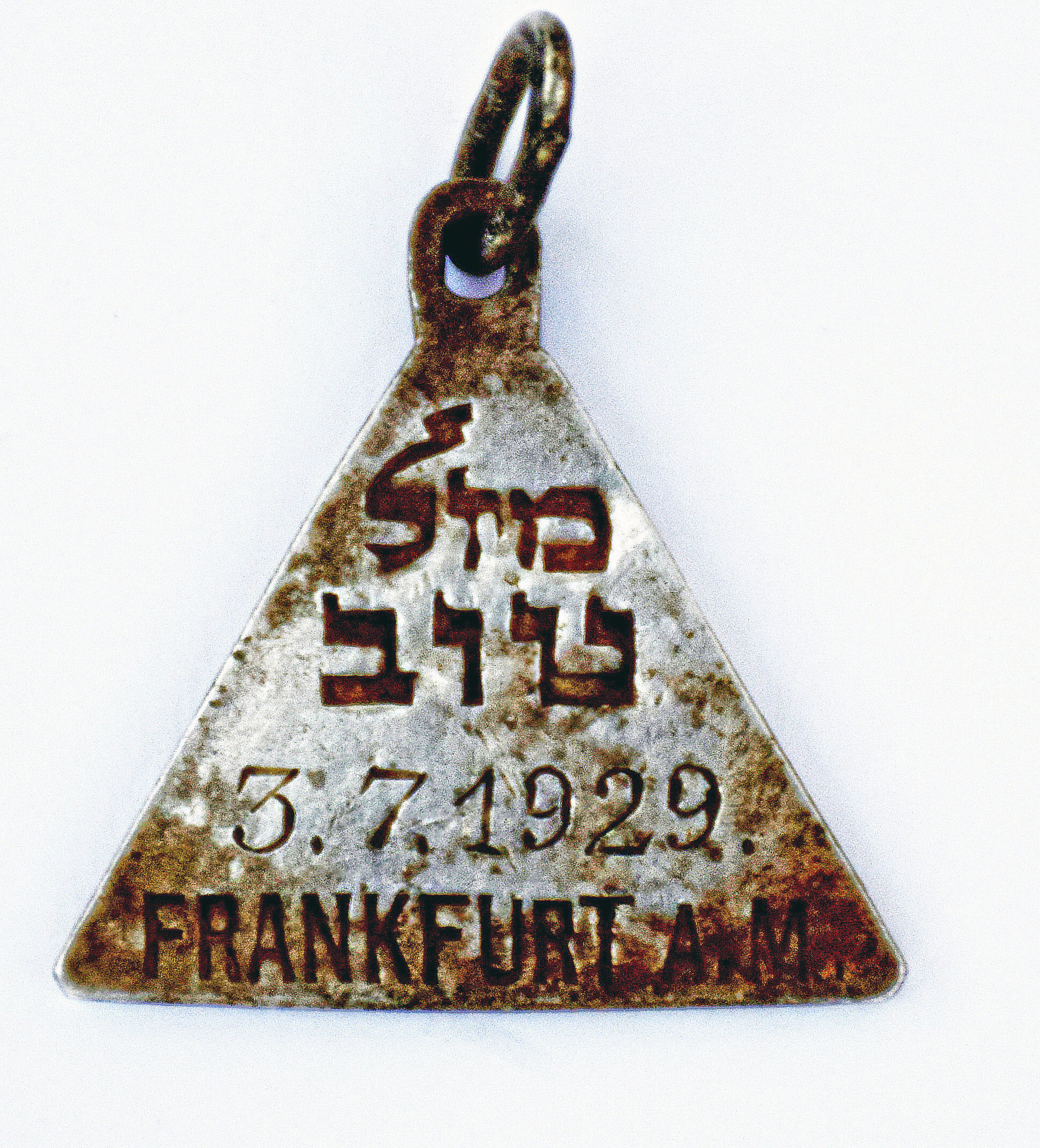 A pendant that appears identical to one belonging to Anne Frank. (Yoram Haimi, Israel Antiquities Authority via AP)