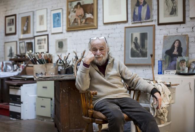 Burton Silverman in his studio on Dec. 20, 2016. (Samira Bouaou/Epoch Times)