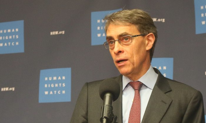 """Human Rights Executive Director Kenneth Roth introduces the """"World Report 2017,"""" Human Rights Watch's 27th annual review of human rights practices around the world. It draws on events from late 2015 through Nov. 2016. Roth is speaking at the National Press Club on Jan. 12. (Gary Feuerberg/ Epoch Times)"""