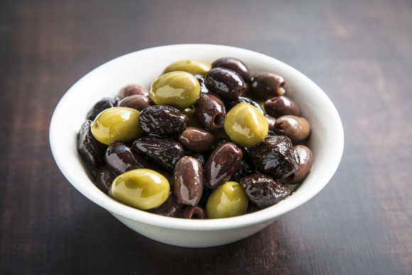 Olives from Crete: tsounati, throumbolia (throuba), and chondrolia varieties. (Samira Bouaou/Epoch Times)
