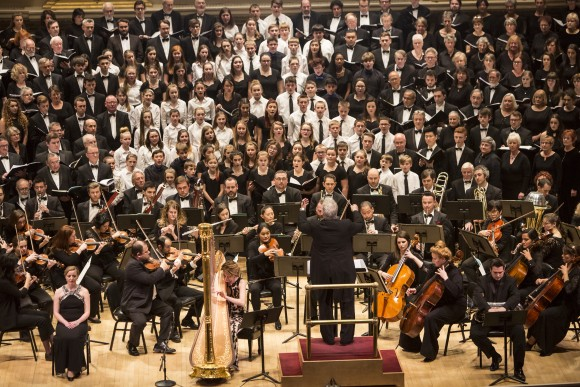 "People sing ""Aberfan: Cantata Memoria"" by Sir Karl Jenkins with DCINY artistic director Jonathan Griffiths conducting, at Carnegie Hall in New York City on Jan. 15, 2017. (Samira Bouaou/Epoch Times)"